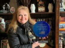 anita+clemons+holding+a+plate+awarded+to+founding+members+of+oikocredit.jpg